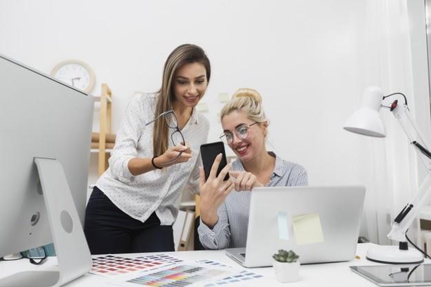 Mulheres conversando sobre o empreendedorismo social