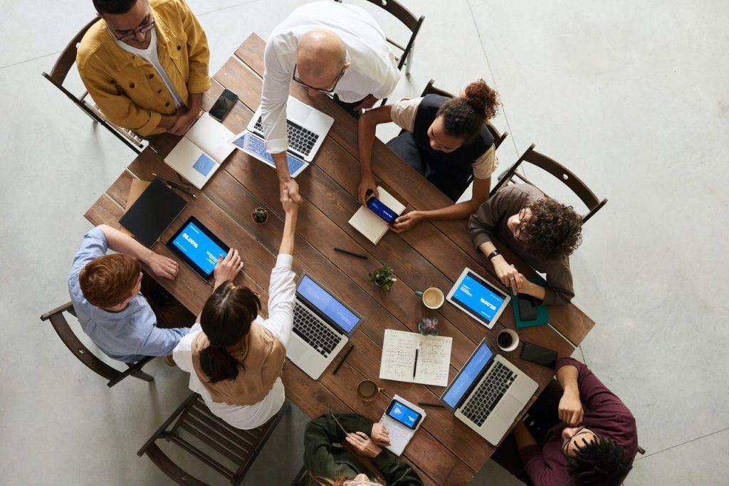 Empresários fazendo um plano de negócios